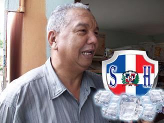 Julio Santos propietario del Supermercado Santos. .